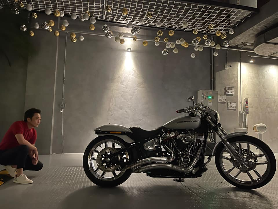 """Sau siêu xe, Cường """"Đô la"""" được vợ tặng siêu phẩm Harley-Davidson Breakout 114 giá gần tỷ đồng"""