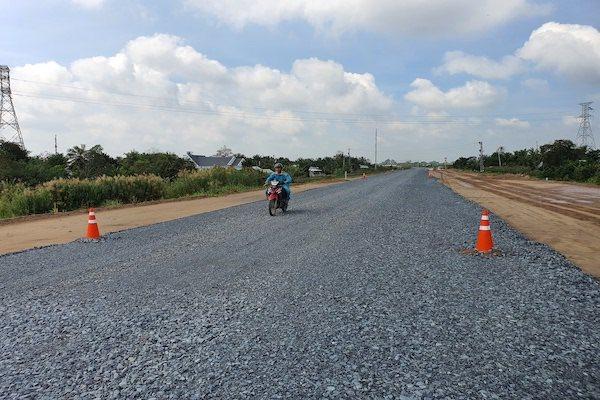 Đường về miền Tây đỡ ngộp hơn nhờ cao tốc Trung Lương- Mỹ Thuận cho xe lưu thông