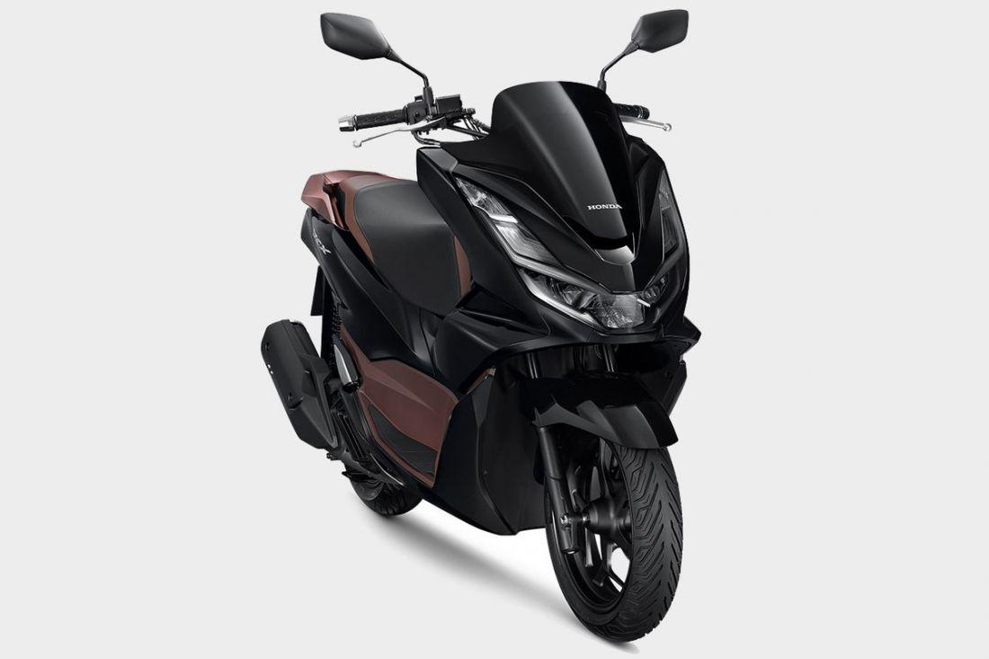 honda-tung-ta-pcx-160cc-doi-dau-voi-yamaha-nvx-155cc