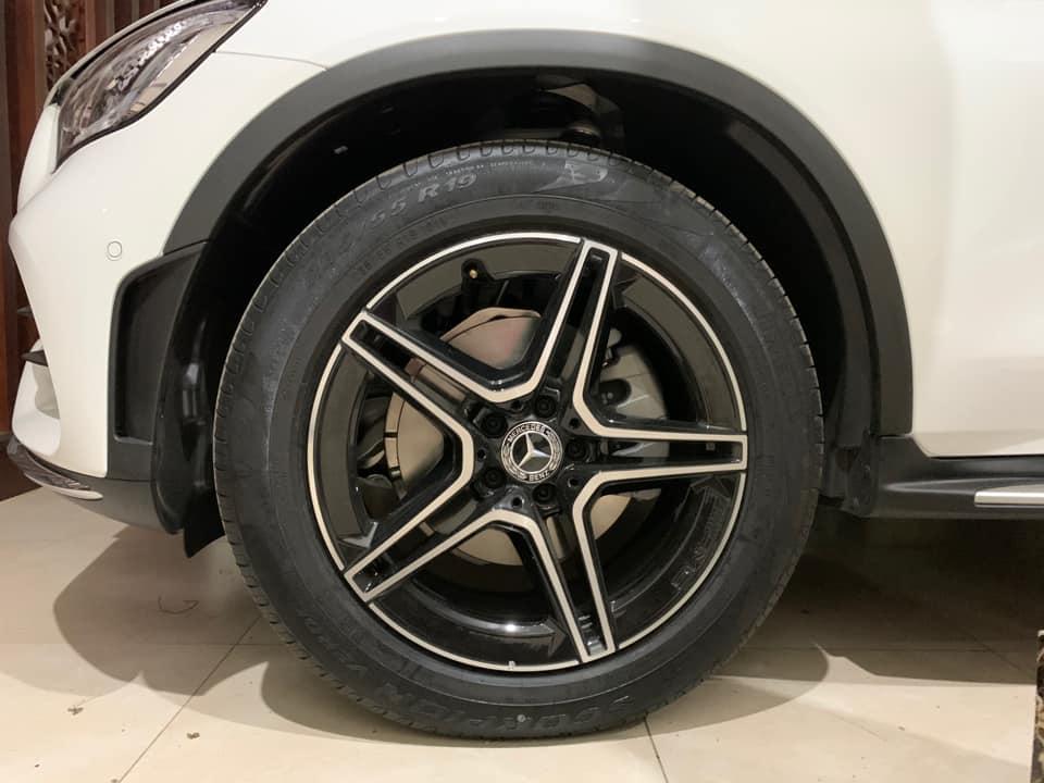 mercedes-benz-glc-300-cat-di-phanh-amg-nhung-chua-thong-báo-tói-khách-hàng