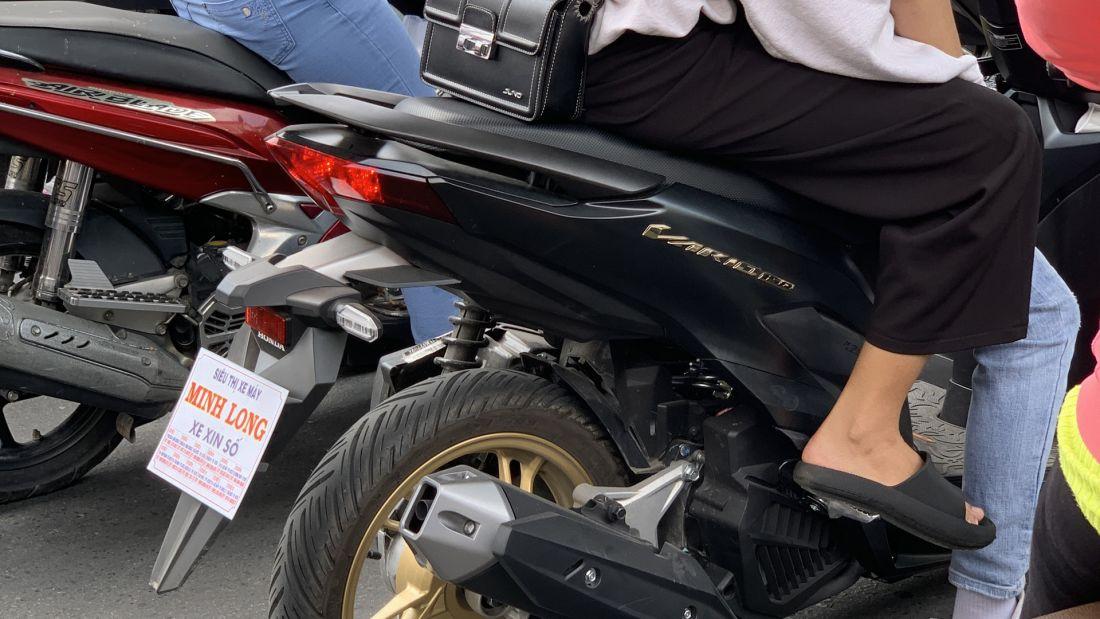 """Xe máy gắn biển """"xe xin số"""" lưu thông liệu có bị phạt"""