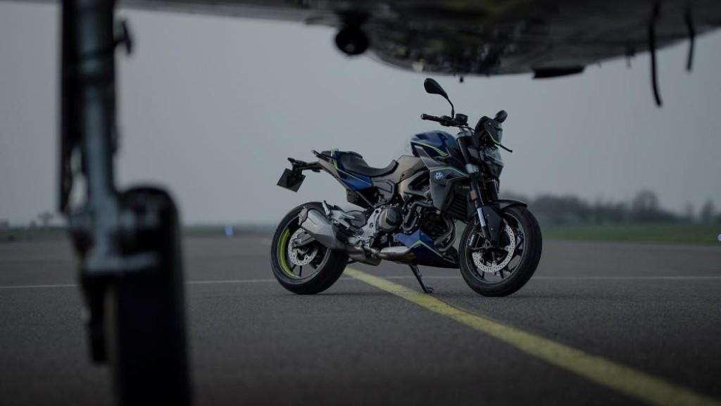 bmw-f900r-force-ra-mat-nhung-chi-co-300-chiec-tai-phap