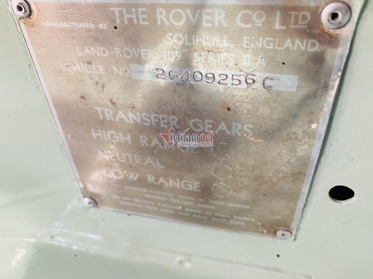 xe-co-land-rover-56-nam-tuoi-phuc-che-nhu-moi-gia-gan-3-ty
