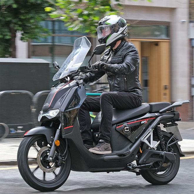 Xe điện phát triển mạnh, liệu có thay thế được moto chạy xăng truyền thống?