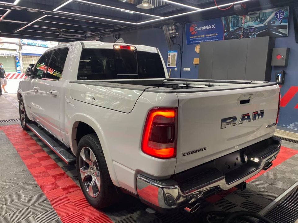 Ram-1500-Laramie-CrewCab-2021