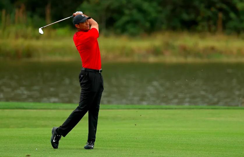 Tiger-Woods-trở-lại-sân-golf-mà-không-cần-đến-nạng