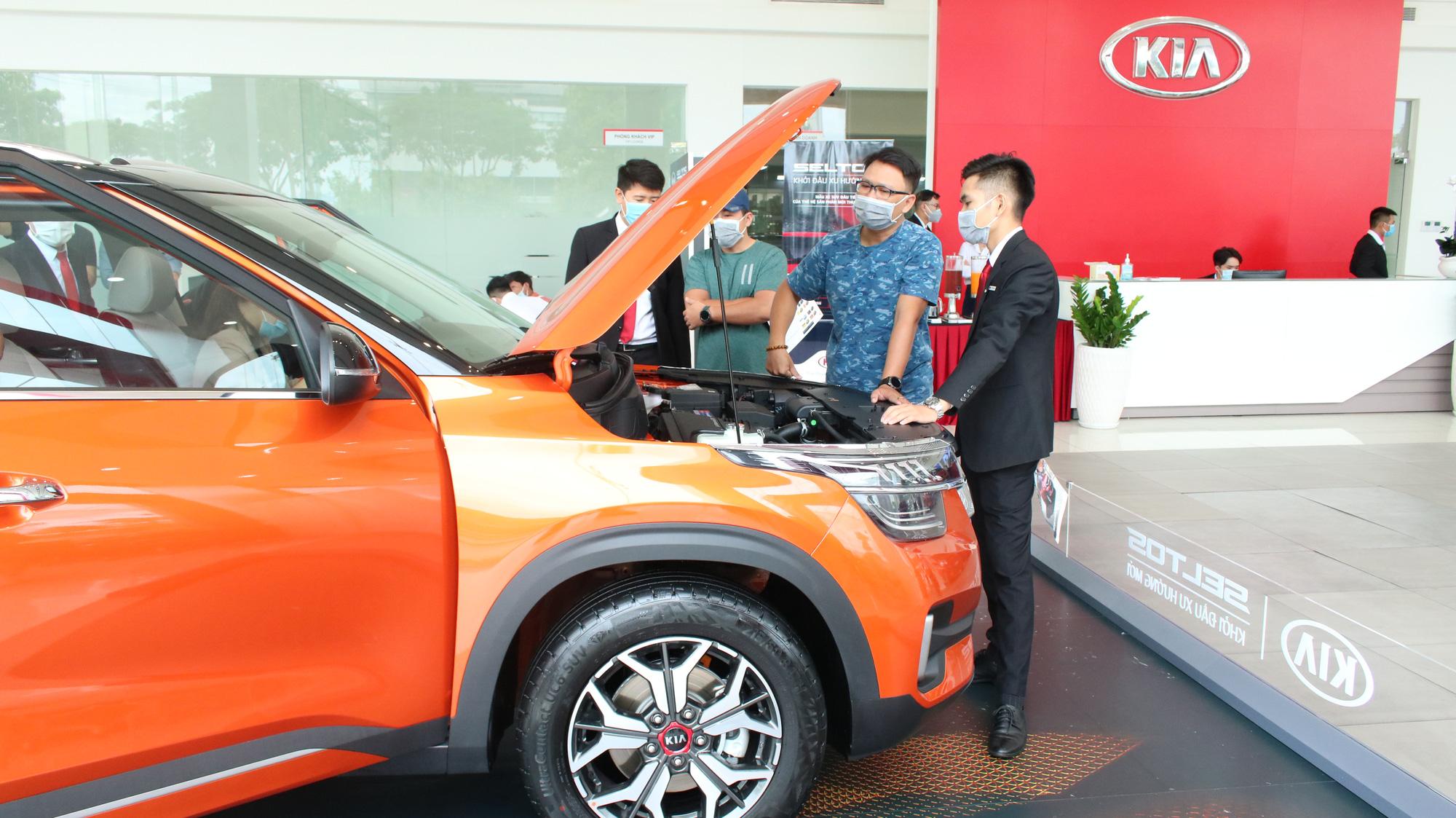 Thị trường ôtô tránh giảm sốc nhờ thuế phí - Ảnh 1.