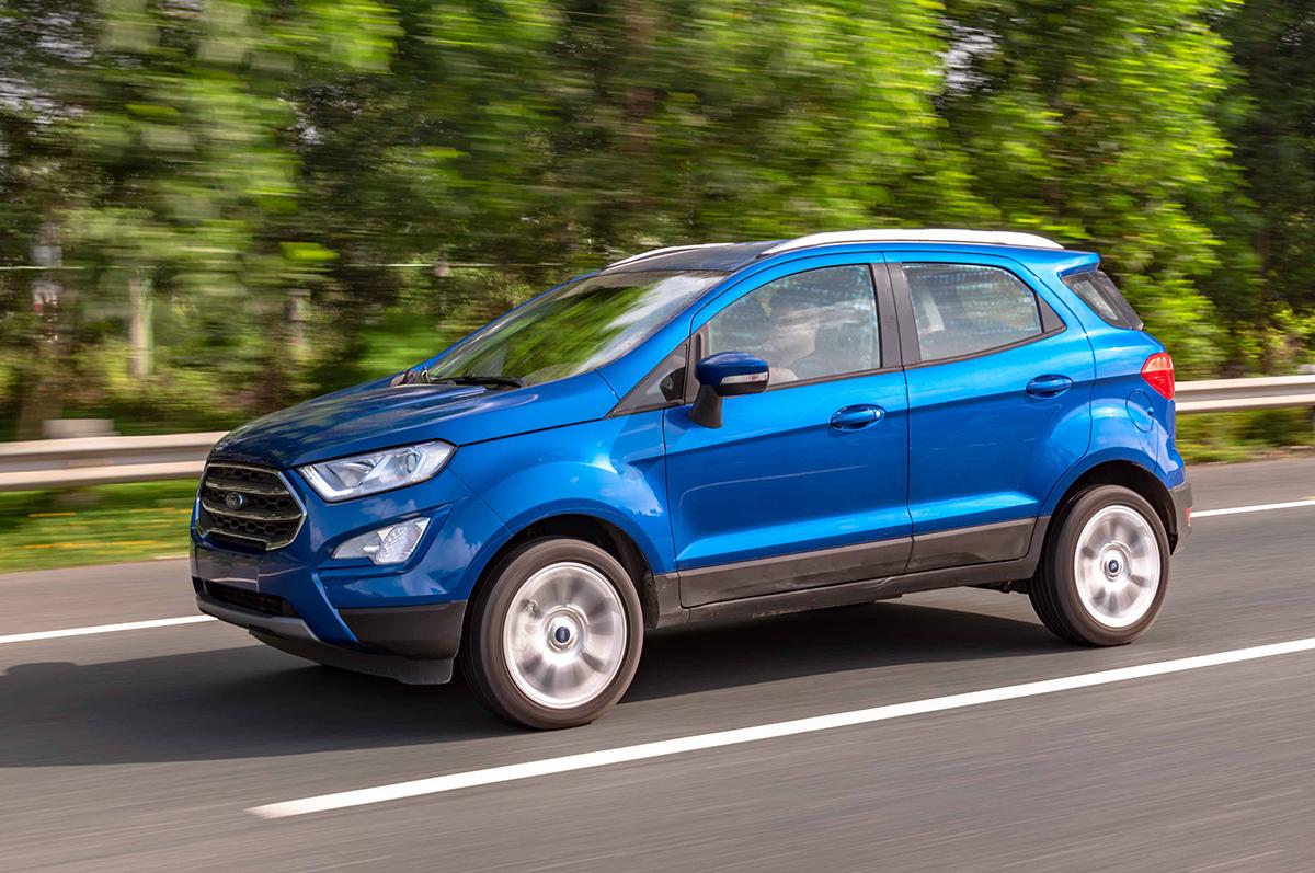 Ford Ecosport 2020 màu xanh đang chạy