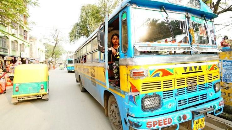 cô gái 22 tuổi lái xe bus