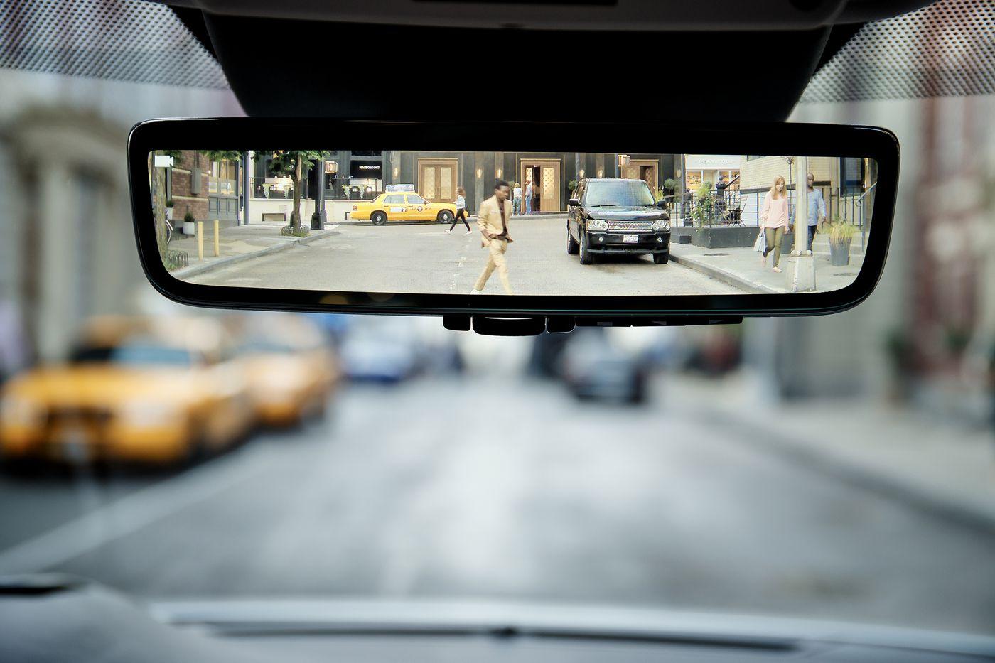 gương chiếu hậu trong xe