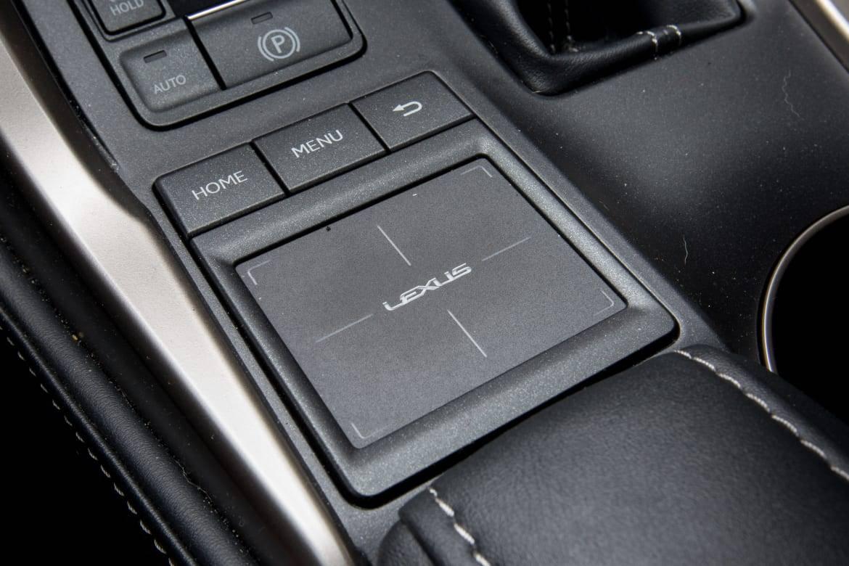 touch pad ô tô