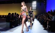 Bloomberg: Michael Kors tiến gần thỏa thuận 2 tỷ USD mua Versace
