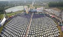 Trùm kim cương Ấn Độ thưởng 600 xe cho nhân viên