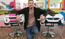 Ông bố hai con bỏ công việc ngân hàng, mở tiệm cắt tóc 'đút túi' hơn 2,1 tỷ/năm