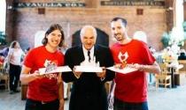 Sinh viên Harvard làm startup thiệp cưới 3D sau chuyến du lịch Việt Nam