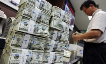 Ngân hàng Nhà nước tăng giá bán USD, các ngân hàng thương mại đồng loạt tăng giá