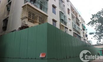 """Cận cảnh chung cư nghiêng sắp bị """"xóa sổ"""" ở Sài Gòn"""
