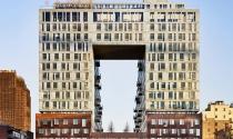 """Ngắm tòa nhà với hình tượng """"Cổng mặt trời"""" trong truyền thuyết"""