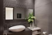 Phòng tắm ấn tượng với màu xám và xanh lam ngọc
