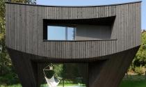 Ngôi nhà gỗ ngược đầu kỳ thú