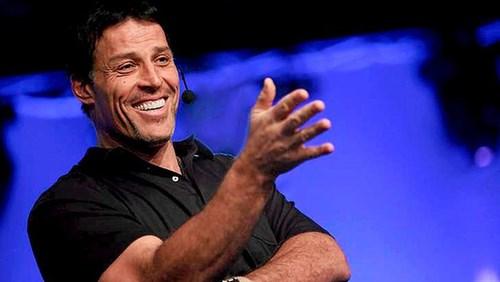 Diễn giả nổi tiếng Tony Robbins doanhnhansaigon