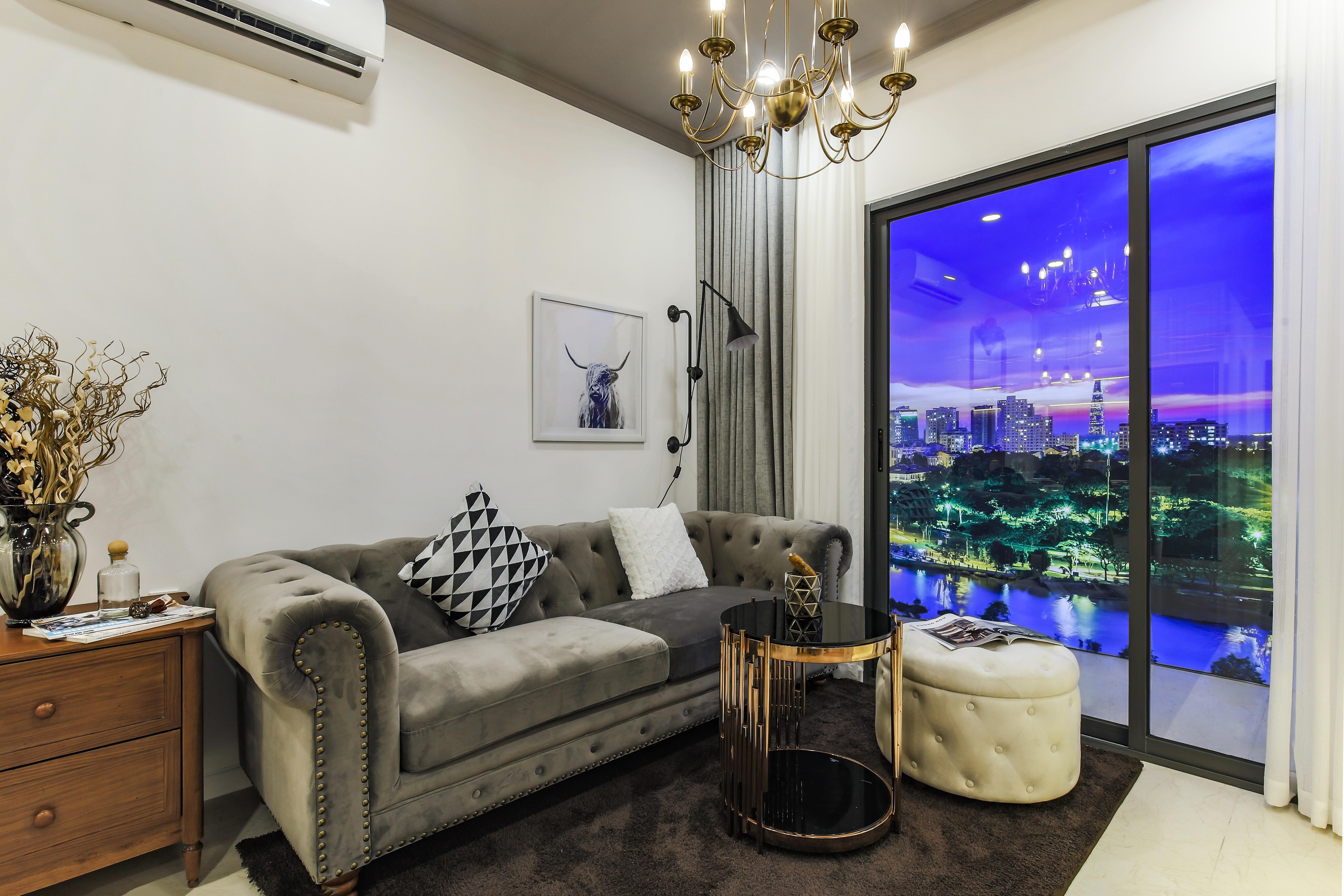 Phòng khách tại nhà mẫu căn hộ thường của dự án South Gate Tower quận 7