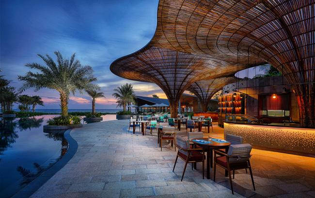 Phối cảnh khu bar, nhà hàng sát biển dự án InterContinental Phu Quoc Long Beach Resort