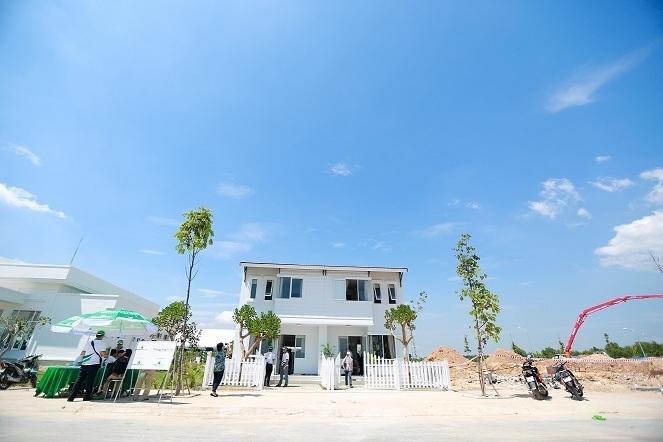 Thực tế căn nhà phố trong khu dân cư Thăng Long Home Phước An