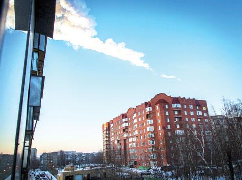 Vệt sáng của một mảnh thiên thạch tại thành phố Chelyabinsk
