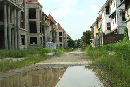 Một khu đô thị bỏ hoang tại xã An Khánh, huyện Hoài Đức. Ảnh: Thái Hiền