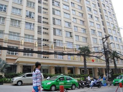 Tòa nhà căn hộ tại 9A ngõ 233 Xuân Thủy (Hà Nội). Ảnh: Hà Anh