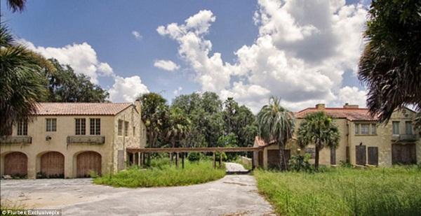 Ngôi biệt thự từng là mục tiêu theo dõi của cảnh sát Mỹ.