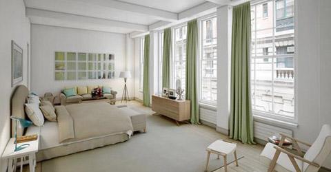 Các phòng trong căn hộ được đổ trần cao, mỗi phòng được trang trí nhẹ nhàng, sang trọng. Căn hộ được xây từ những năm 1920 và đã được đổi mới hoàn toàn.