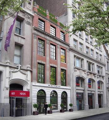 Căn hộ nằm trong tòa nhà The Whitman đối diện với công viên quảng trưởng Madison, một trong những khu nhà ở được nhiều người mơ ước nhất ở quận Manhattan, thành phố New York.