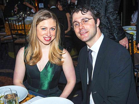 Chelsea Clinton kết hôn với Marc Mezvinsky vào năm 2010 sau 5 năm hẹn hò. Đám cưới của họ diễn ra trong tình trạng an ninh nghiêm ngặt tại biệt thự bên bờ sông Hudson, New York.