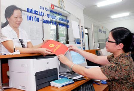 """Hà Nội sẽ tiếp tục đẩy nhanh tiến độ cấp """"sổ đỏ"""" cho người dân trong năm 2013. Ảnh: Trung Kiên"""