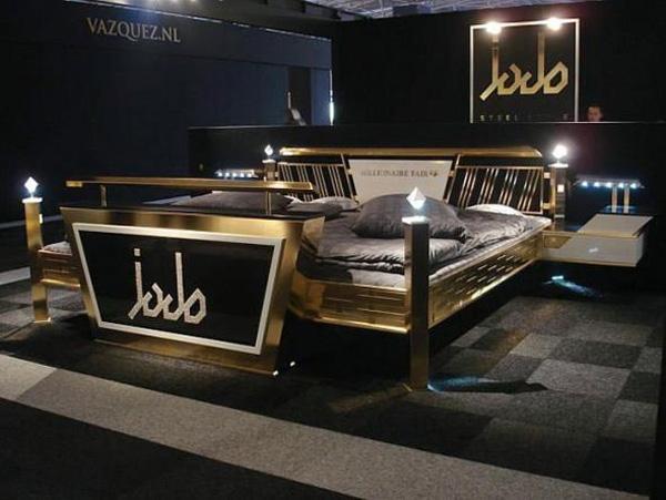 Được làm từ vàng và pha lê Swarovski, chiếc giường Jado Steel Style Gold mang đến sự thoải mái và tiện nghi cho người nằm với hàng loạt các tính năng kết hợp như kết nối internet, máy chơi game PlayStation, đầu đĩa DVD cùng hệ thống âm thanh bao quanh. Chiếc giường vừa sang trọng và hiện đại này có giá 676.550 USD.