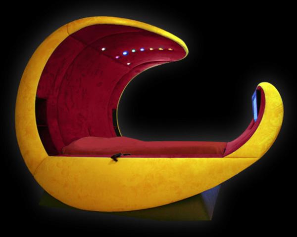 Giường Cosmovoide không chỉ có kiểu dáng thiết kế đặc biệt mà còn được trang bị các tính năng thông minh như mang lại cảm giác thoải mái cho người ngủ trong đó, khiến giấc ngủ sâu hơn. Ngoài ra, giường còn có cả điện thoại, đầu DVD, hệ thống rạp hát trong nhà.