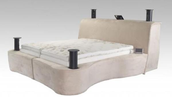 Cũng có giá 50.000 USD, giường Starry Night Sleep Technology trang bị cả chỗ đặt iPod, kết nối internet và cả hệ thống điều chỉnh nhiệt độ.