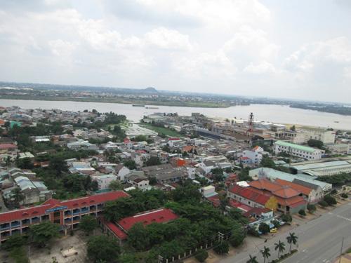 KCN Biên Hòa 1 bên sông Đồng Nai