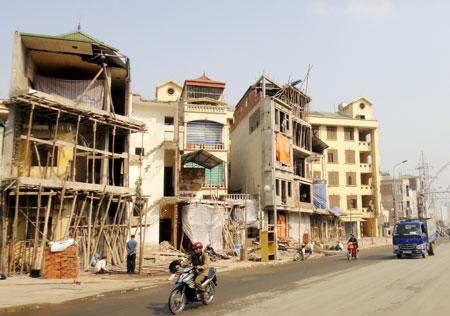 Mặt phố xấu xí vì luật xây dựng không điều chỉnh