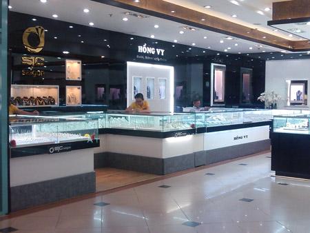 Sự tràn ngập của vàng nữ trang Trung Quốc đã khiến cho các doanh nghiệp sản xuất trong nước vốn đã khó khăn nay càng thêm bế tắc.