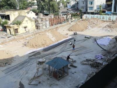 Xung quanh khu đất nhà ở xã hội 143 Trần Phú - Hà Đông - Hà Nội được quây kín cổng cao tường. ẢNH: ngọc châu