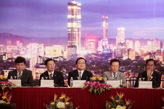 Phó Thủ tướng Hoàng Trung Hải, Chủ tịch UBND TP Nguyễn Thế Thảo - Trưởng đoàn Hà Nộivà đại diện các TP thành viên của AN