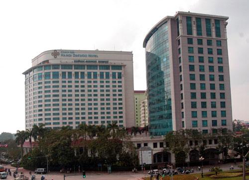 Khách sạn Daewoo là một trong những công trình kiến trúc được xây dựng vào  những năm 90 của thế kỷ trước.  Ảnh: Khánh Nguyên