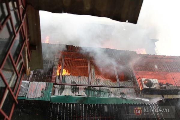 Hà Nội: Cháy lớn tại khu tập thể Nam Đồng 1