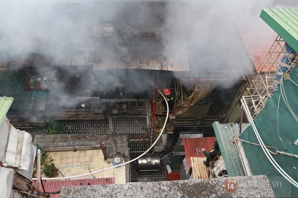 Hà Nội: Cháy lớn tại khu tập thể Nam Đồng 3