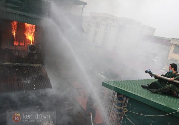 Hà Nội: Cháy lớn tại khu tập thể Nam Đồng 4