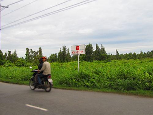 Dự án khu đô thị Sing Việt (huyện Bình Chánh, TP HCM) đã kéo dài hơn 10 năm vẫn chưa xong khâu bồi thường, giải phóng mặt bằng do các bên không thống nhất được mức bồi thường