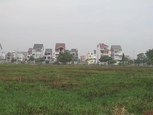 Khu dân cư Khang Điền, phường Phước Long B, quận 9, TP HCM dù đã hoàn thiện hạ tầng kỹ thuật từ năm 2005 nhưng đến nay, nhà ở vẫn chưa lấp được quá nửa